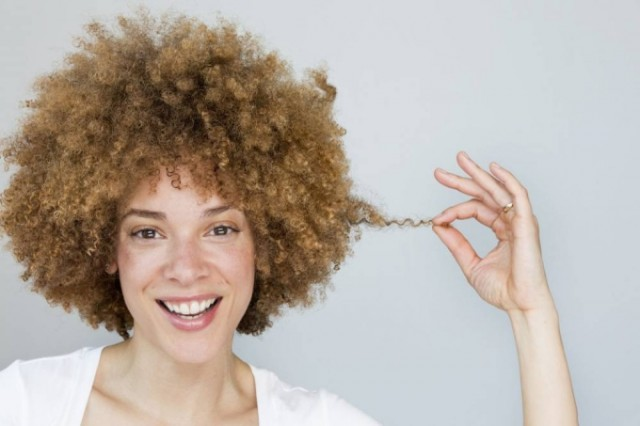 Les masques pour les cheveux avec lhuile de ricin et avec la gélatine