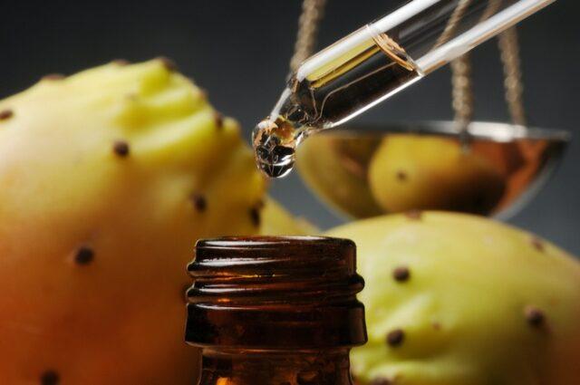L'huile de figue de barbarie un trésor naturel anti âge et beauté des cheveux.