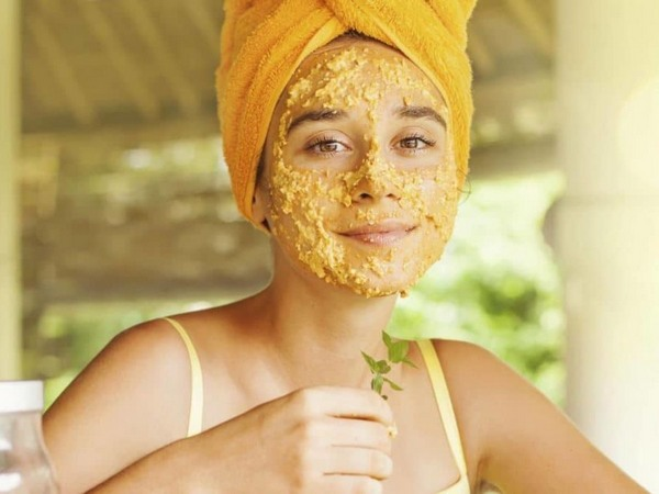 Ceux qui ont des peaux mixtes ou grasses, appliquez un masque à l'avoine pour un teint mate et éclatant