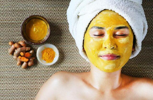Masque visage au curcuma: une solution miracle pour une peau plus belle