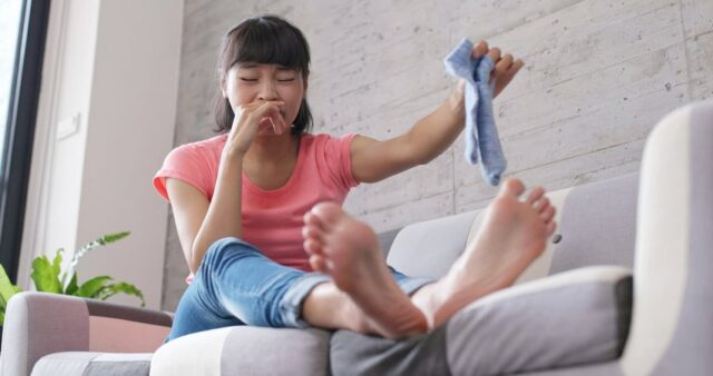 Voici un remède maison pour les pieds moites de transpiration